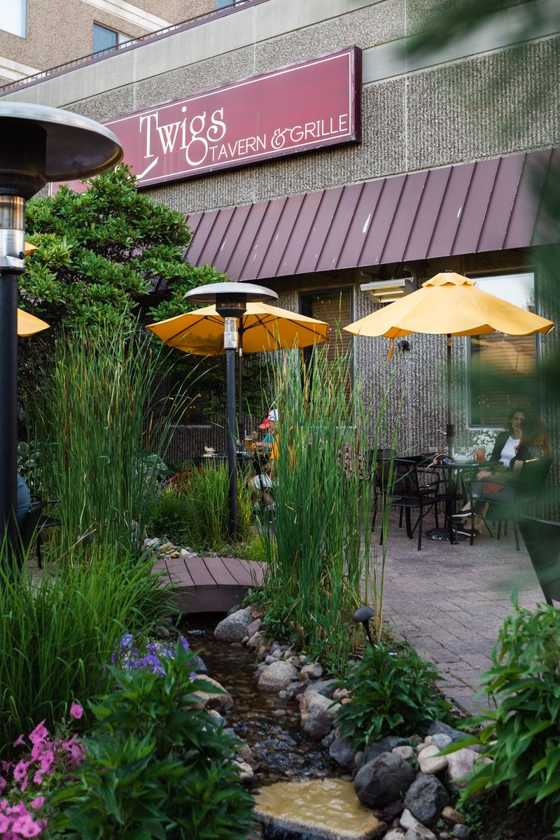 Awarded Best Outdoor Dining by Rochester Magazine, @TwigsTavern's patio invites you to relax and enjoy a memorable lunch or dinner in the outdoors. More outstanding outdoor seating option in Rochester:   • #ExperienceRochesterMN #RochMN