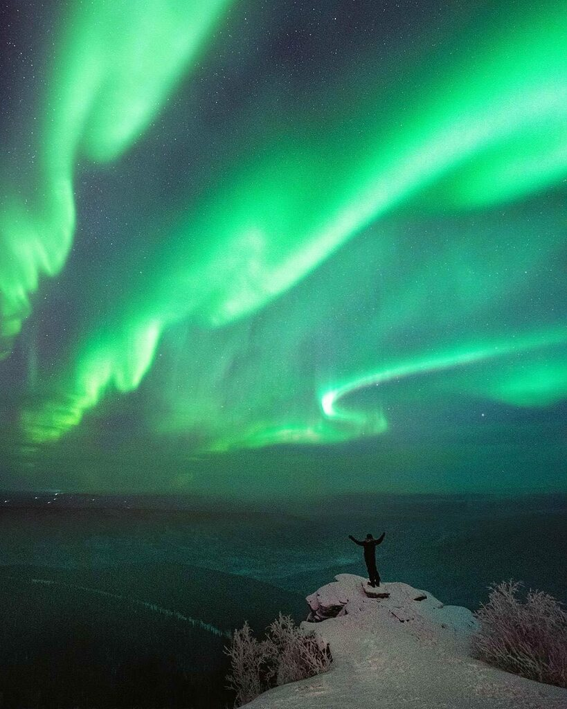 Aurora Fridays! Yes indeed it is Midnight Sun Season and we love it!  But we will post Aurora shots on Fridays to remind us of what we might be seeing if the sky was dark 💚 Incredible Aurorae fill the sky @hongzimao  . .  #aurora #northernlights #auroraborealis #nightsky #au…