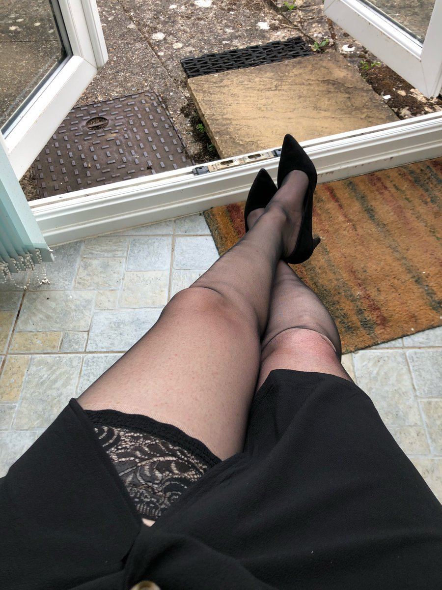 It's a tad warm so I've broken out the hold-ups this evening, so rare for me not to be wearing tights 😬