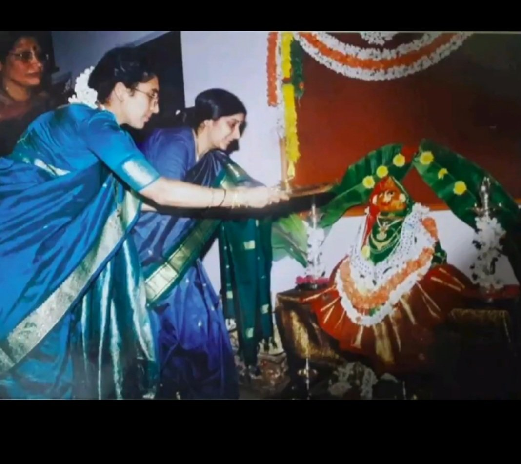 How can I forget those days when Sushma ji used to come to our house for Varamahalaxmi Pooja.  Shri @AnanthKumar_BJP used to say, Smt @SushmaSwaraj coming home is like Godess Laxmi coming to our house.