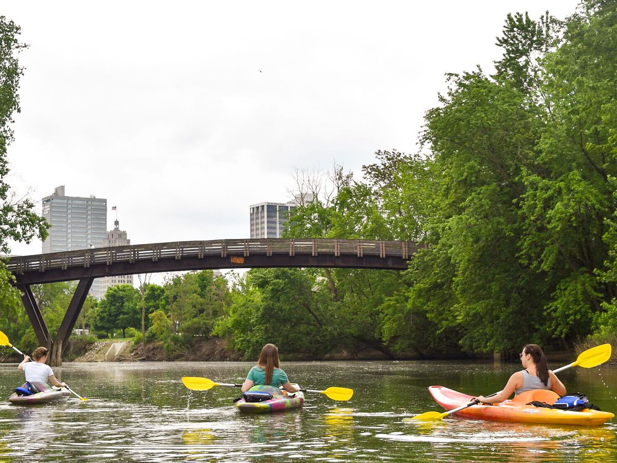 Cool off this weekend and paddle along the riverfront. Check out these popular water trails for all levels of experience & sightseeing tips! ☀️