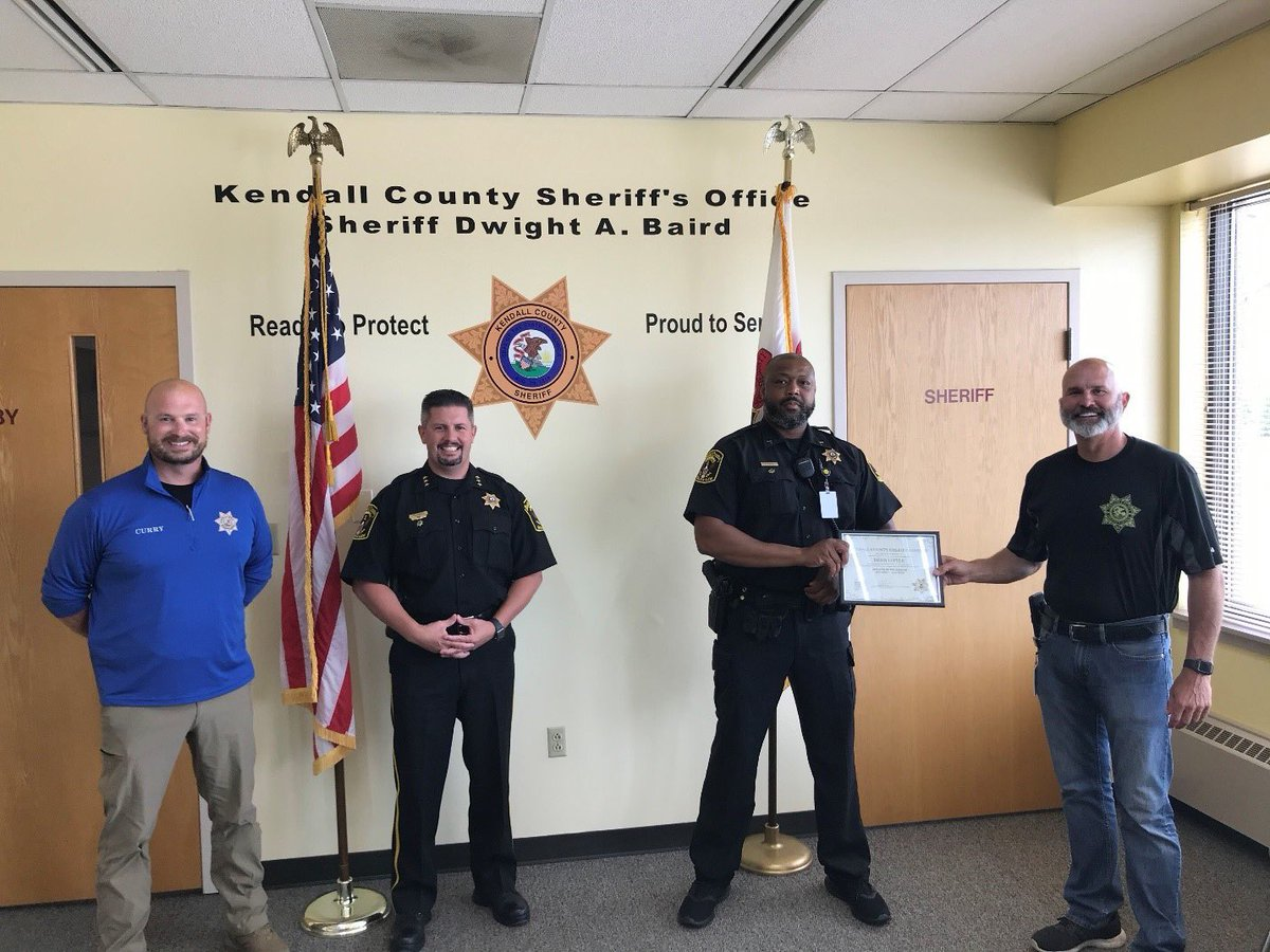 Please join us in congratulating Deputy Little as we recognize him as the Employee of the Quarter!   Deputy Little has shown great leadership and initiative this quarter by creating ways to help improve the atmosphere for staff and inmates alike during these ever-changing times.