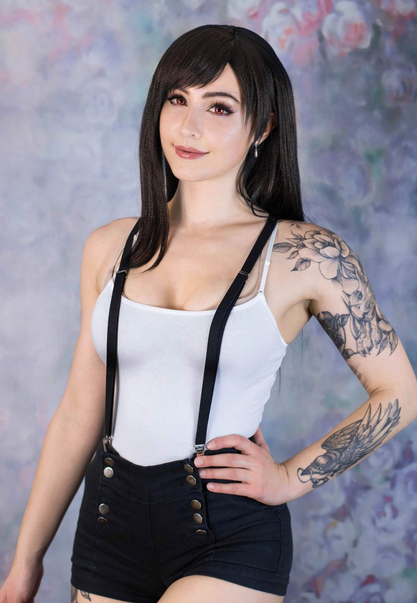 The fact it's already August is... A lot.. But here's the first preview of one of my August Patre0n sets! My casual Tifa 🖤☺️ (I'll be doing the full version and others later onnn!)  Wig is by @natsumi_cosplay !!
