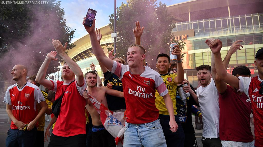 The party has started outside the Emirates 🙌