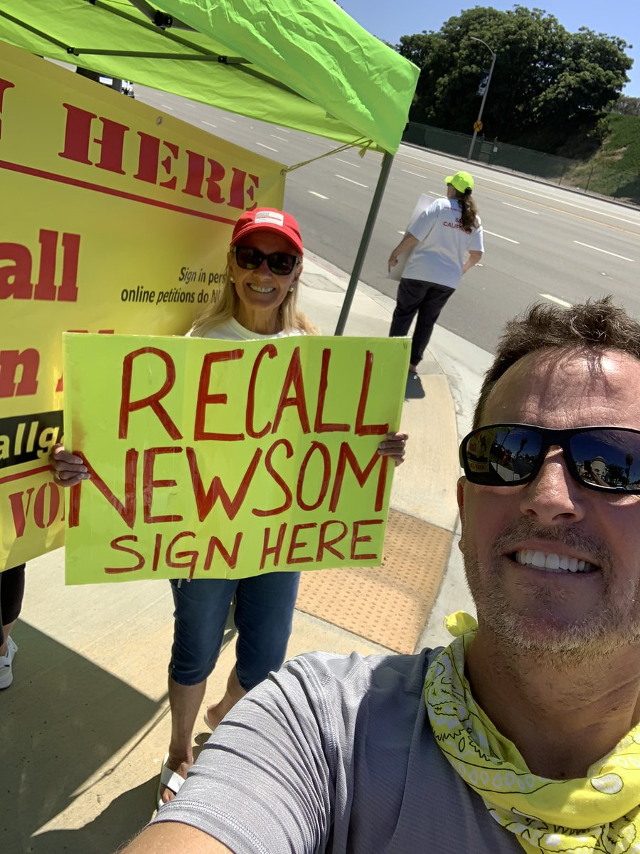 Recall Gavin Newsom is picking up lots of steam. Please sign! Roadside stands going up all over California @recallgavin2020 @GavinNewsom