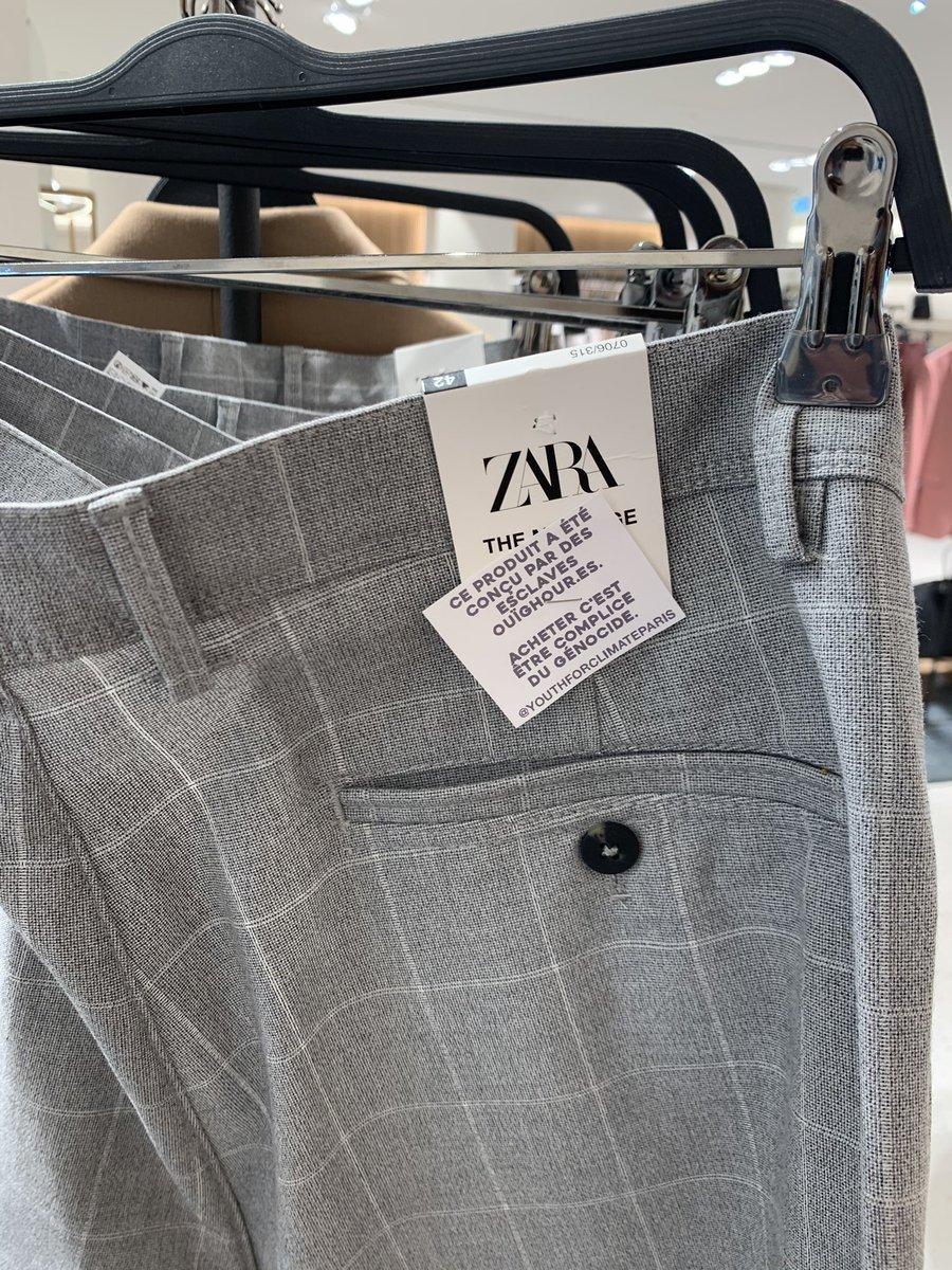 🇫🇷 FLASH - Des #étiquettes «ces produits ont été conçus par des esclaves #ouighours» ont été accrochées sur des vêtements dans des #Zara et H&M de #Paris. Les deux enseignes sont accusées de profiter du travail forcé des Ouighours, persécutés en #Chine. (📸 @abeldotam)