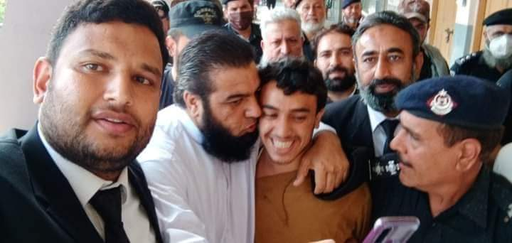 The fanatic who killed a mentally-ill man facing blasphemy charges is greeted with hugs and kisses on his arrival in a court. Extremism has spread like poison in our society...