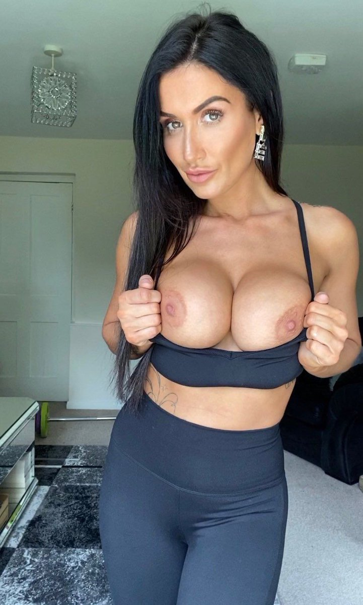 Naughty and #busty, @PrincessJas4Ux is perfect for some #SinfulSunday thoughts! 💋💋💋😍😍😍❤️♥️ Picked by me, the #boobs loving #BustyQueen