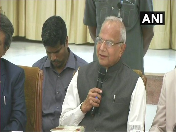 Tamil Nadu Governor Banwarilal Purohit (in file pic) tests positive for #COVID19. He is asymptomatic and clinically stable. As the infection is mild, he has been advised home isolation & will be monitored by the medical team of Kauvery Hospital: Kauvery Hospital, Chennai