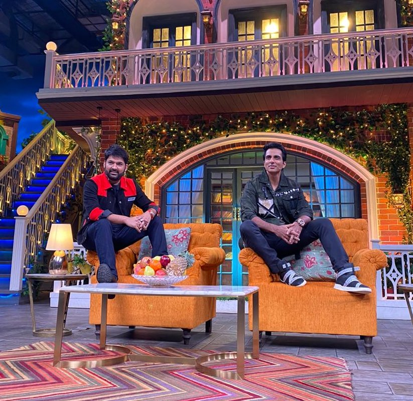 Me and @KapilSharmaK9 will see you at 9.30 pm tonite only on @SonyTV 😜