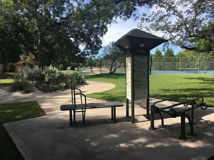 Add a little more to your routine with these fitness stations along these trails: Bachman Lake, Coombs Creek, Ferguson Park, Exall Park, Kiest Park, Tietze Park, & White Rock Lake. Remember to #PlayItSafeInDallasParks & wipe down equipment prior to use.