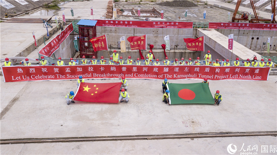The first underwater #tunnel in #Bangladesh, the left line of the Karnaphuli River bottom tunnel project, was drilled through on Sunday with China-developed super-diameter slurry-pressure-balance tunnel boring machine (TBM). The TBM weighs 2,200+ tons, with a diameter of 12.12m.