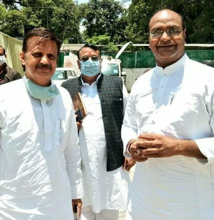 वरिष्ठ #भाजपा नेता व #रीवा के लोकप्रिय विधायक श्री @rshuklabjp जी को जन्मदिन की हार्दिक बधाई व अनंत शुभकामनाऐं। ईश्वर से आपके उत्तम स्वास्थ्य और दीर्घ व सुखी जीवन के लिए प्रार्थना करता हूँ।