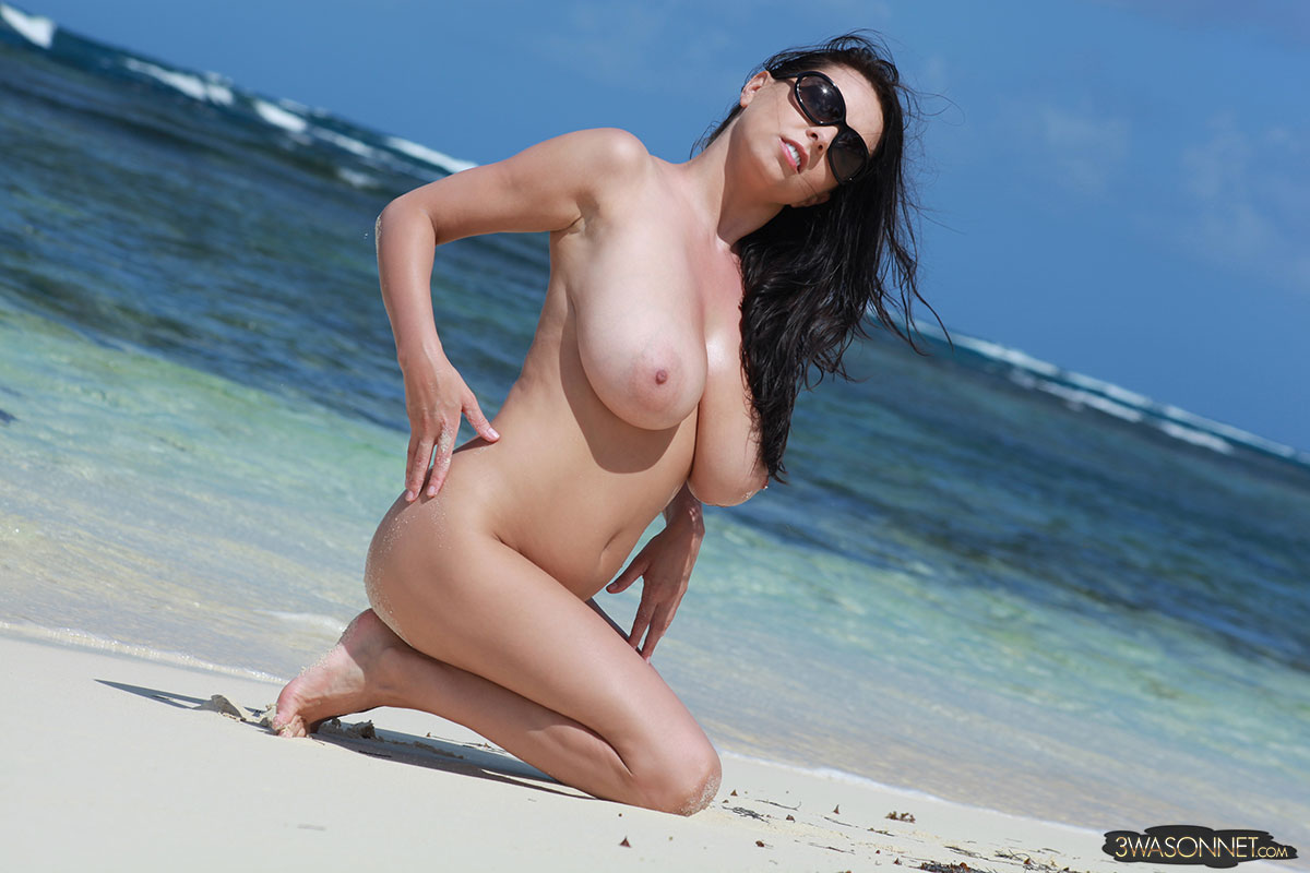 PURE NUDITY BY @realewasonnet
