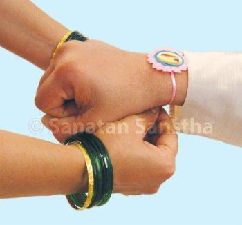 #RakshaBandhan a festival that showcases the beauty of our civilization!  👫 Brother assures his sister that he will safeguard her forever! 👫 Sister prays for the ultimate well-being of her beloved brother!  Such a great feeling! Isn't it?  @ShefVaidya @RituRathaur @ratihegde