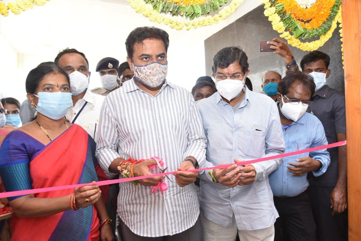 రాజన్న సిరిసిల్ల జిల్లా, సర్దాపూర్ వ్యవసాయ పాలిటెక్నిక్ కళాశాలలో ఏర్పాటు చేసిన ఐసోలేషన్ కేంద్రాన్ని మంత్రి @KTRTRS ప్రారంభించారు.