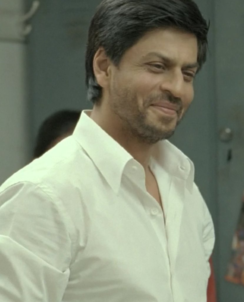 Coach Kabir Khan doesn't always smile, but when he smiles, he totally wins the heart! ❤️ #ShahRukhKhan
