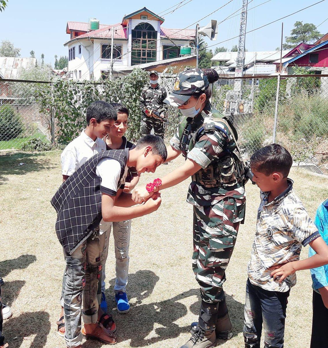 ये सिर्फ़ रसम नहीं, कसम है जीवनपर्यंत सुरक्षा की।  समस्त देशवासियों को रक्षाबंधन की हार्दिक शुभकामनाएं।  #CRPF #देश_के_रक्षक