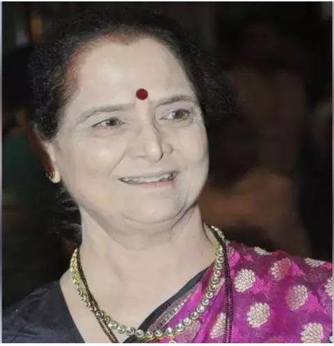 महाराष्ट्राचे माजी मुख्यमंत्री व @ShivSena चे ज्येष्ठ नेते मनोहर जोशी यांच्या पत्नी अनघा मनोहर जोशी यांच्या दुःखद निधनाची वार्ता समजली. त्यांना भावपूर्ण श्रद्धांजली. आम्ही जोशी कुटुंबीयांच्या दुःखात सहभागी आहोत.