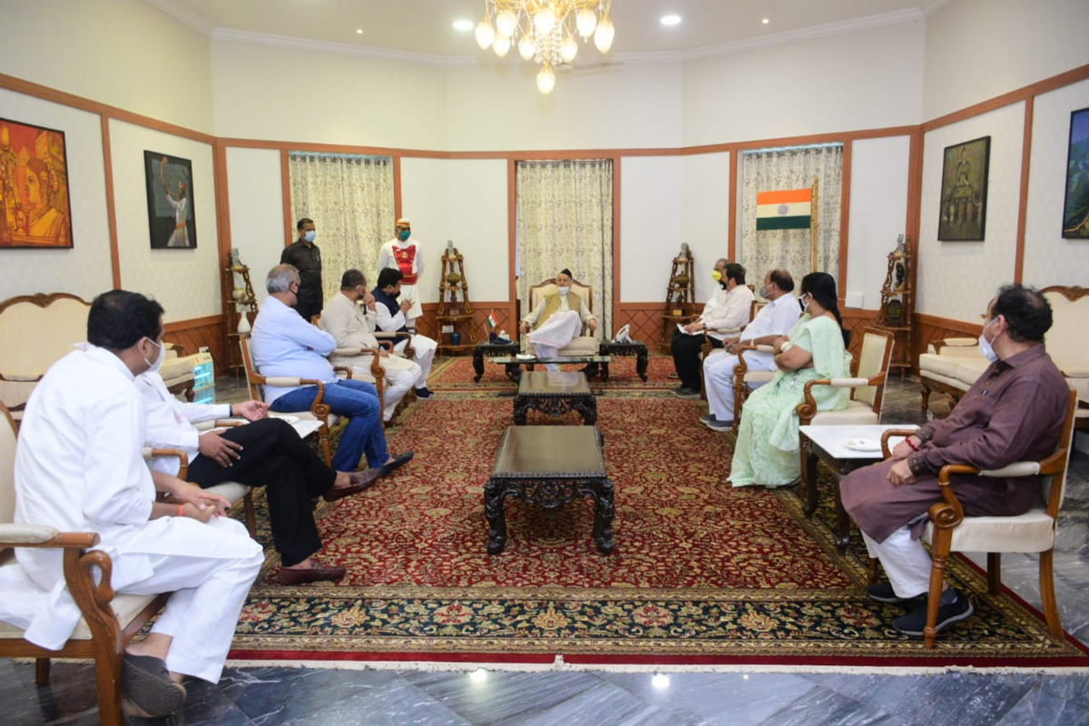 Maharashtra: A BJP delegation including party's Mumbai chief Mangal Prabhat Lodha met Governor Bhagat Singh Koshyari over various issues including investigation in #SushantSinghRajput case and reopening of religious places in the state.