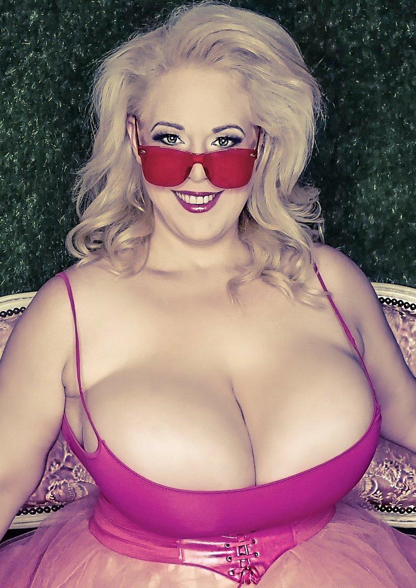 Pink monday 🤩  i wish you a great start into the new week Kiss #MondayMotivation #photooftheday
