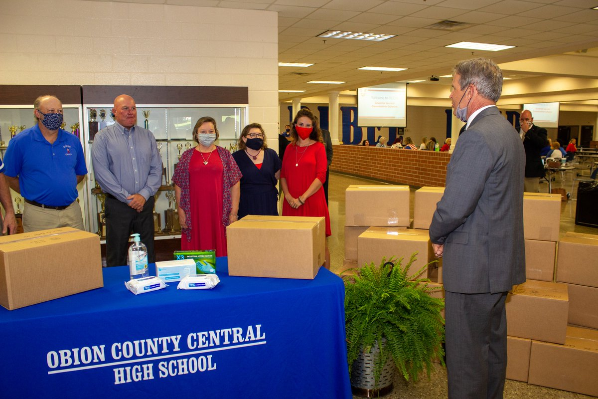 Today, @GovBillLee & @SchwinnTeach delivered full-year classroom disinfecting kits- containing masks, gloves, disinfecting wipes & hand sanitizer- for every @OCCRebels teacher. This school yr, every TN teacher will receive a kit to help ensure strong hygiene practices in schools.