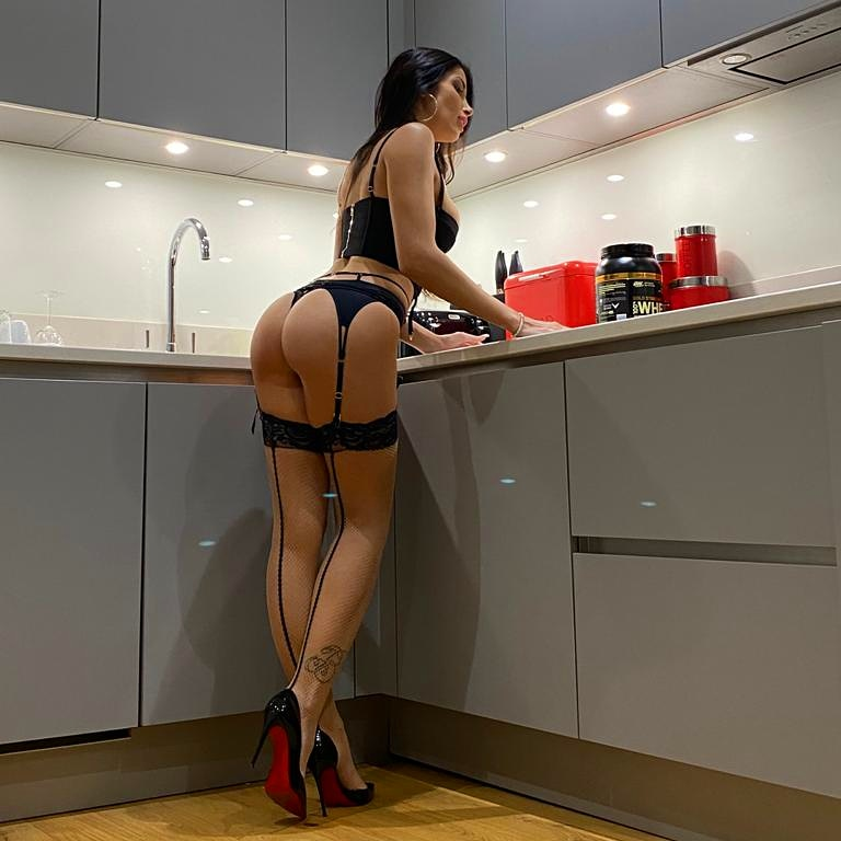 Tonight I cook, what do u want for dinner? 😏