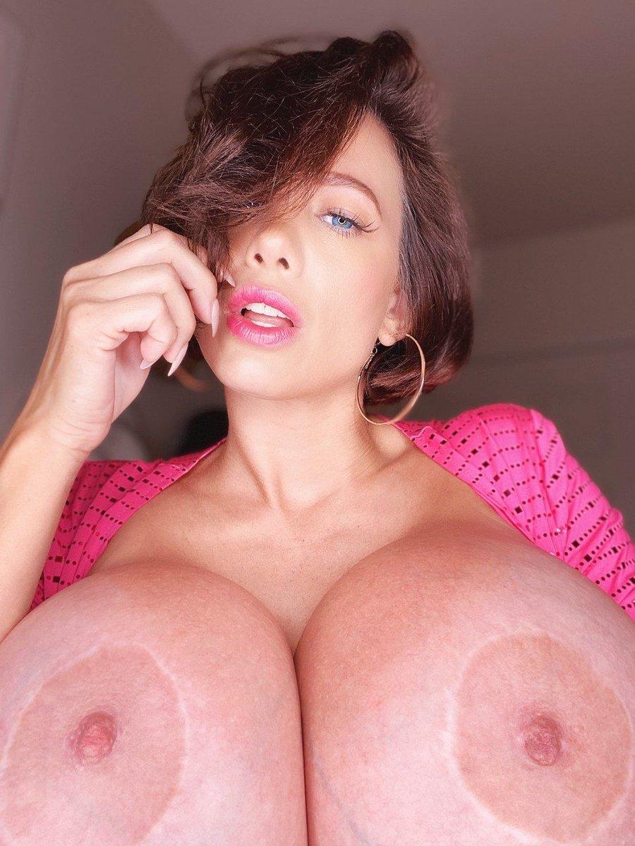 There's no limit to how sexy @thebrittanyxoxo is😍@WontPullOut @PornPrincexxx @tterb1407 @SmokinHot4Life @JLSHRFanPage @PornStarAddict1 @heyholetsgo78 @jujubigbig @Romi_Lover88 @Bigtitbabes @Mike68990545 @LPr0n @012Pietje @foxy_inkd @BustyQueenUK @HottiePromo @henrydave32