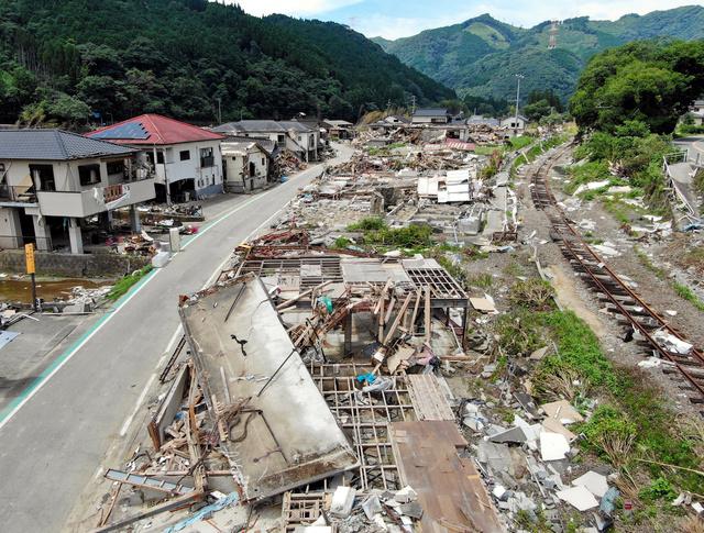test ツイッターメディア - 今も避難1400人 コロナで復興遅れ 熊本豪雨1カ月 https://t.co/s0wduIFdj6  3日の時点で727世帯、1408人が避難所で生活しています。  車中泊や、損壊した自宅の2階などで暮らす被災者も、県が把握しただけで約1千人いますが、全体像はわかっていません。 https://t.co/LVqJ2qMV5a
