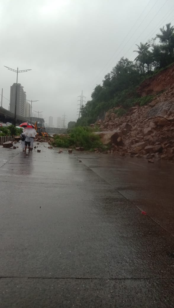 There is a traffic jam on the Western Express Highway due to a landslide at Malad.   #TrafficUpdate