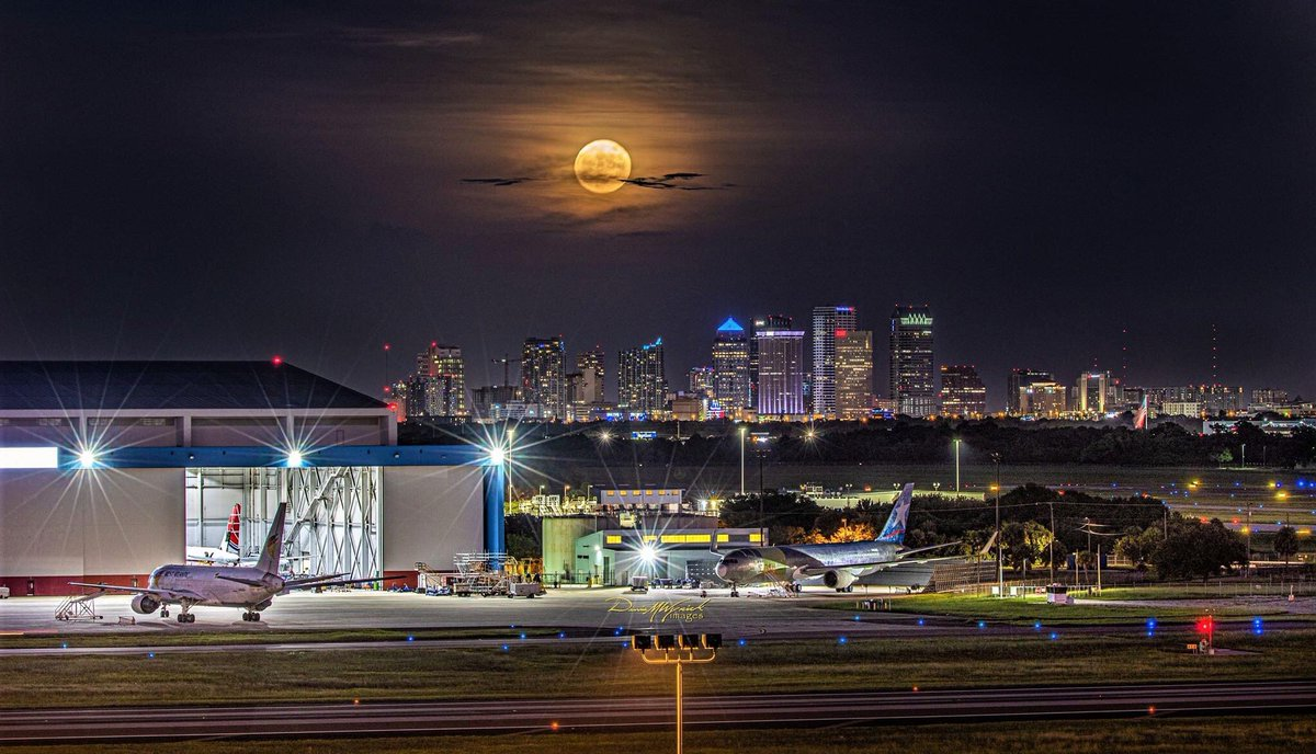Good lookin full moon rising over #Tampa as seen from @FlyTPA! 📷  Dennis Wyrick