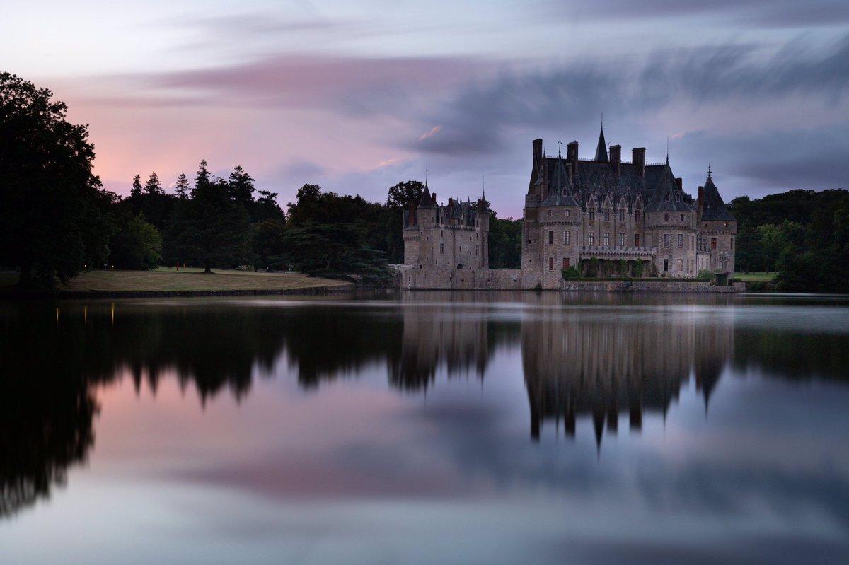 Il était une fois... #missillac #loireatlantique #sunset #breitz #longexposure #castle #photography #landscape #chateaudelabretesche #MagnifiqueFrance @CanonFrance @NisiFilters @presseocean @ouestfrance44 @UK_FranceFR @visitlafrance @Bretesche @RelaisChateaux