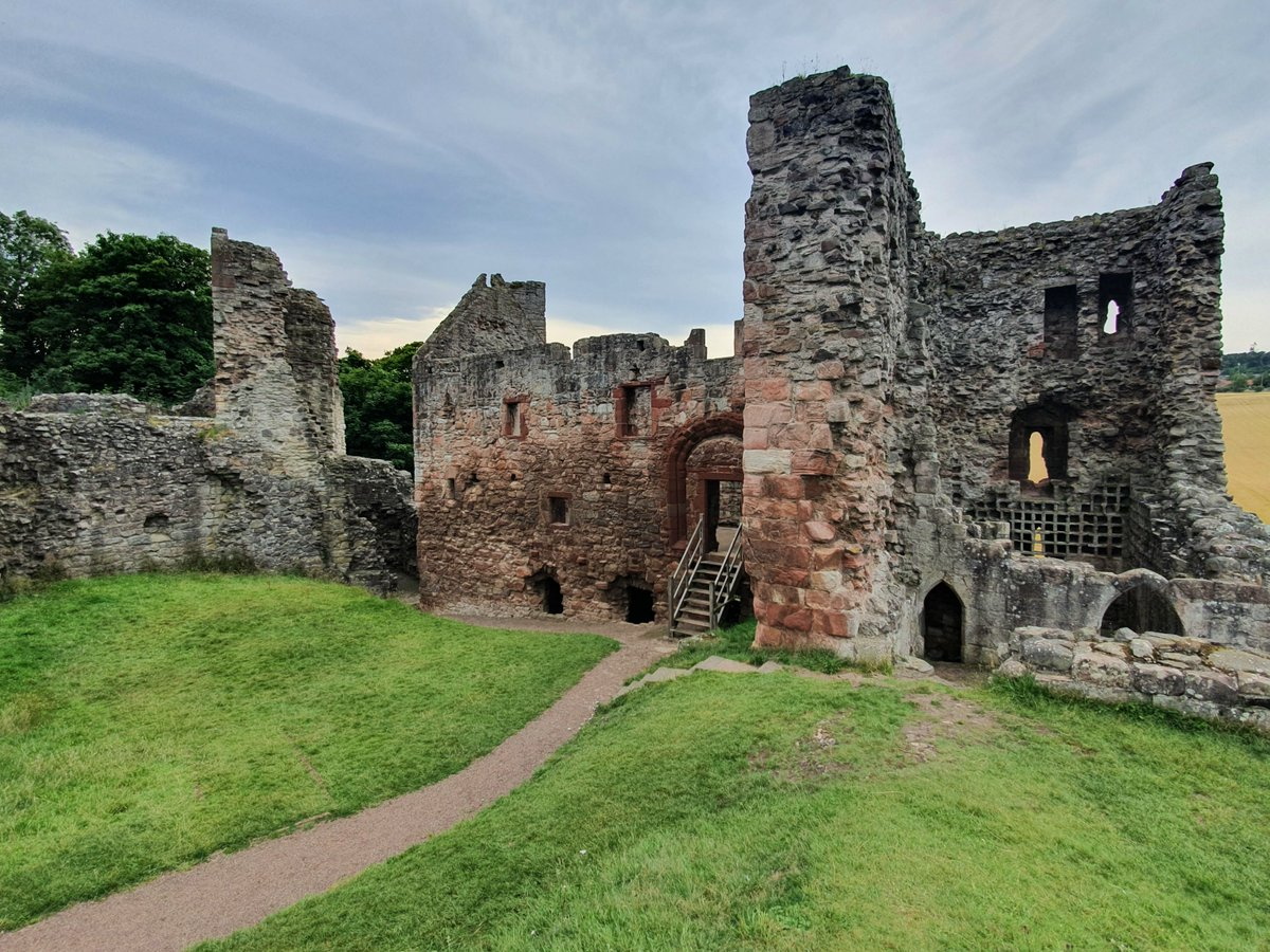 Hailes Castle sits on a ridge above the River Tyne near East Linton in East Lothian. The castle dates from 1240 and was extended in the 14th and 15th centuries. Mary, Queen of Scots stayed at the #castle prior to her ill-fated third marriage the Earl of Bothwell #Scotland