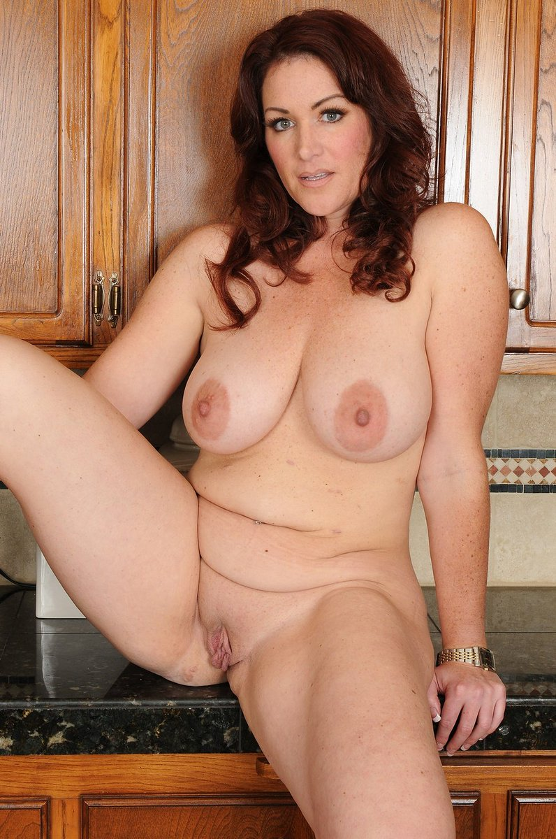 Stunning babe waiting for you in the kitchen💞 #unique #lickandsuck #bignipples #bigtits #milf #mature