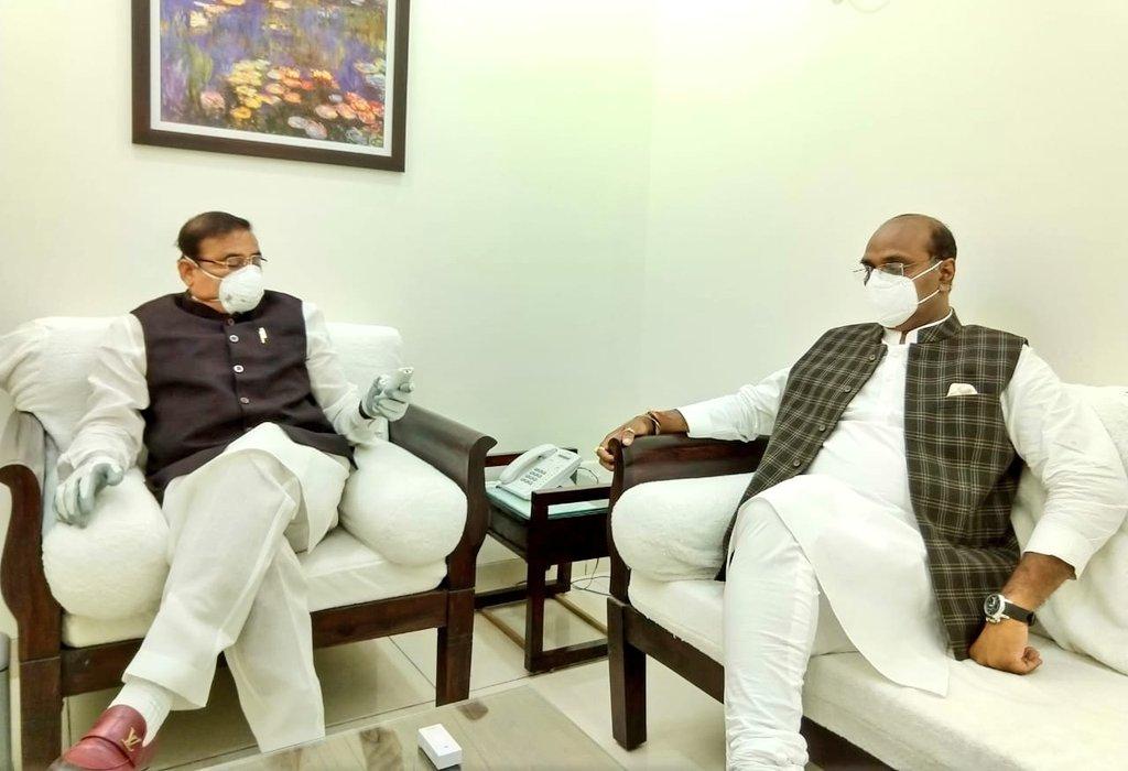 नगरीय विकास एवं आवास मंत्री श्री @bhupendrasingho जी से सौजन्य भेंट की।