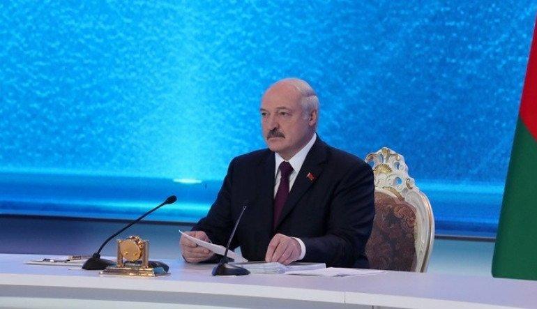 Ο πρόεδρος της Λευκορωσίας Αλεξάντερ Λουκασένκο κατήγγειλε σήμερα Τρίτη την προσπάθεια να οργανωθεί μια «σφαγή» στο Μινσκ ενόψει των προεδρικών εκλογών που διεξάγονται την Κυριακή, μετά τη σύλληψη «μαχητών» που φέρονται προσκείμενοι στο Κρεμλίνο.
