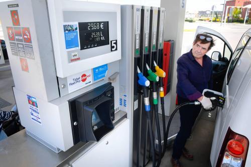 Les #prix des #carburants à la pompe sont en forte baisse #économie #France #voiture #essence #diesel #consommation