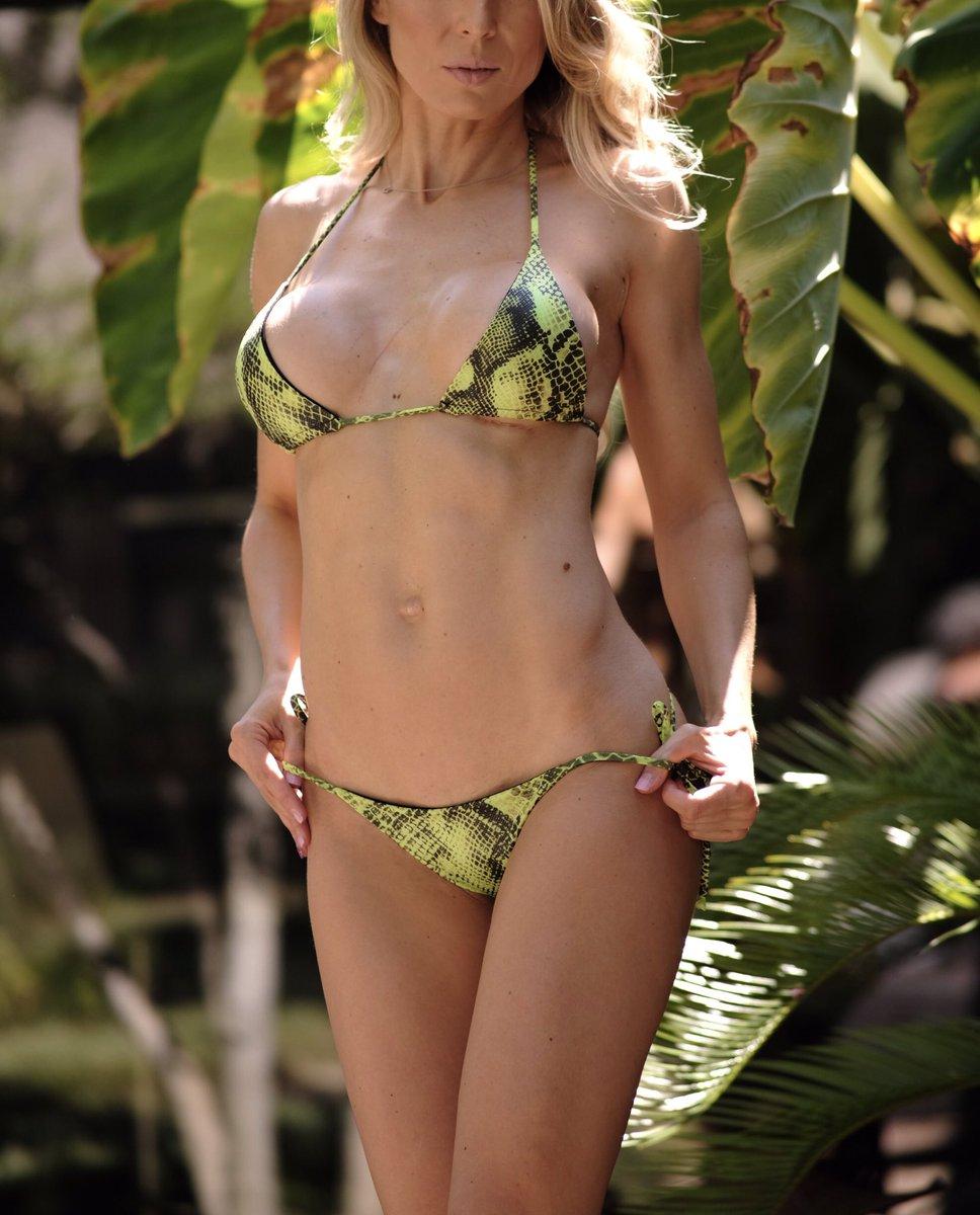 Day 9 of my @bikinichallenge is pretty excsssssssiting 🐍 Love bikinis from the @VengeanceBikini 😍  Bonus side boob for Tuesday too 😏