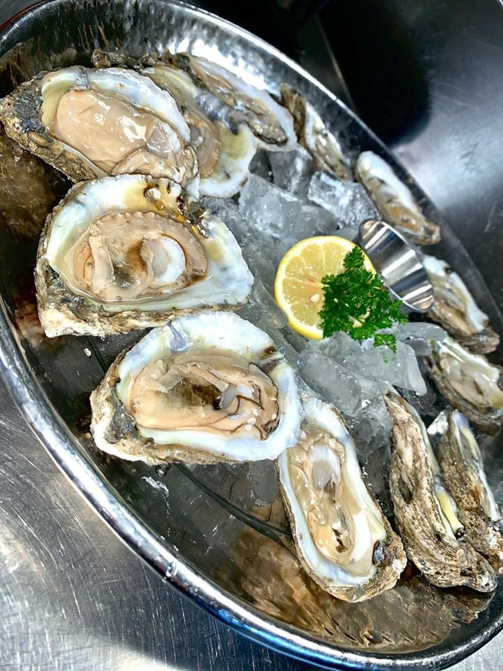 Happy #NationalOysterDay!   #FunFact: Although Oysters are available all year, they're best eaten in the colder months from September to April! A long-standing myth says oysters should not be eaten during months that do not contain an