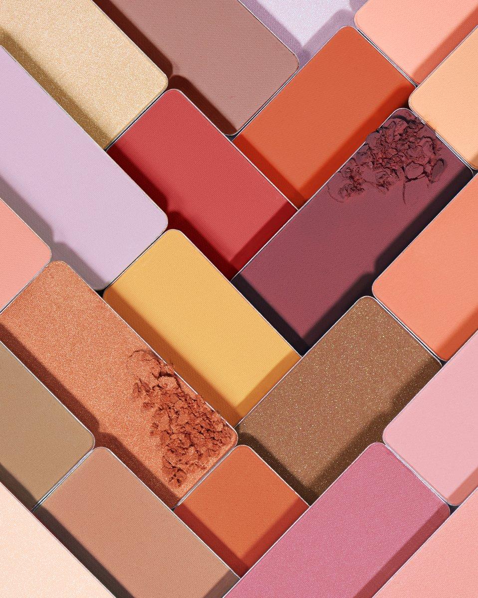 test ツイッターメディア - 生まれ変わった『フェイス カラー』 公式オンラインショップで先行発売中! https://t.co/CZw8GMdfza  肌をキャンパスに自由に彩る。 4つのテクスチャー、テーラーメイドの33色。自分にぴったりの色を見つけて。  本日からアットコスメ・伊勢丹 新宿店限定で先行発売開始✨ #シュウウエムラ #メイク https://t.co/XuCXR2cpWw
