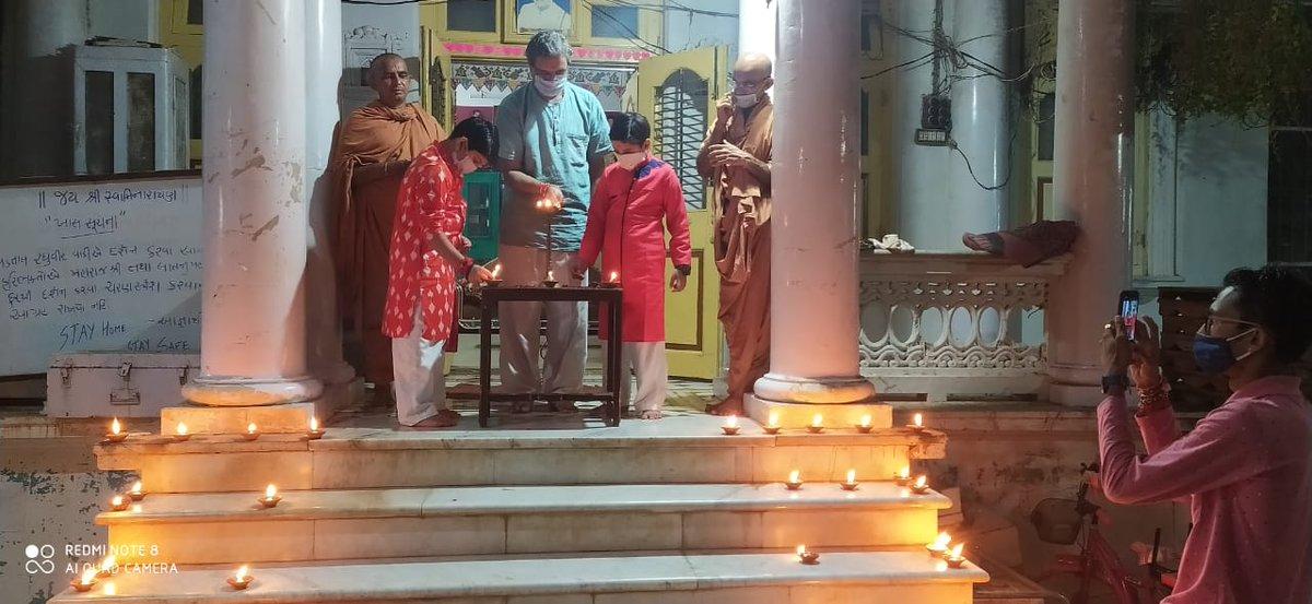 Lighting of diyas to commemorate bhumi pujan of the new Ram Mandir in Ayodhya #Swaminarayan #LNDYM #Vadtal #VadtalGadi #Dharmakul #DharmakulAashrit #RamMandir #RamMandirBhumiPujan #RamMandirAyodhya #SwaminarayanSampraday