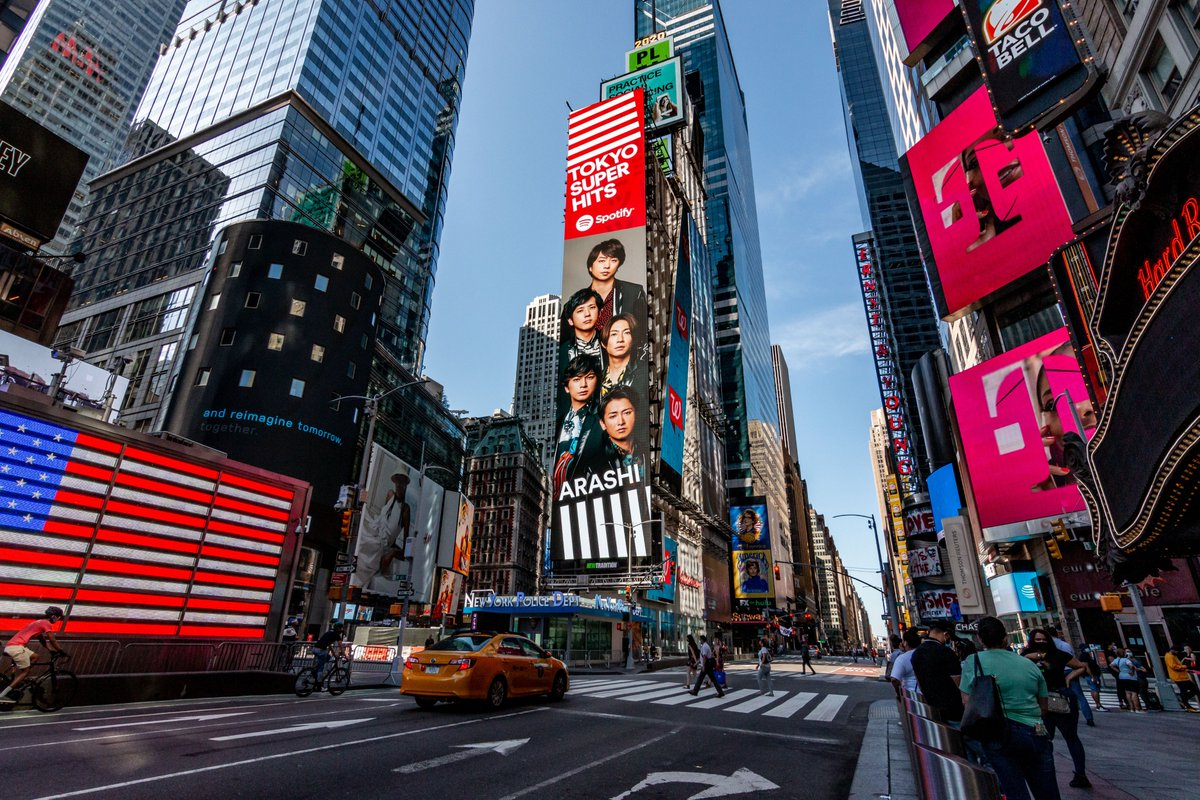 "Spotifyのプレイリスト#TokyoSuperHits! で #INTHESUMMER を聴いてね! NY・LA・東京でキャンペーン広告展開中!  Check out ARASHI in NYC, LA & Tokyo! Listen to #INTHESUMMER now on the ""Tokyo Super Hits!"" playlist - only on @spotify & @spotifyJP!  #ARASHIonSpotify"