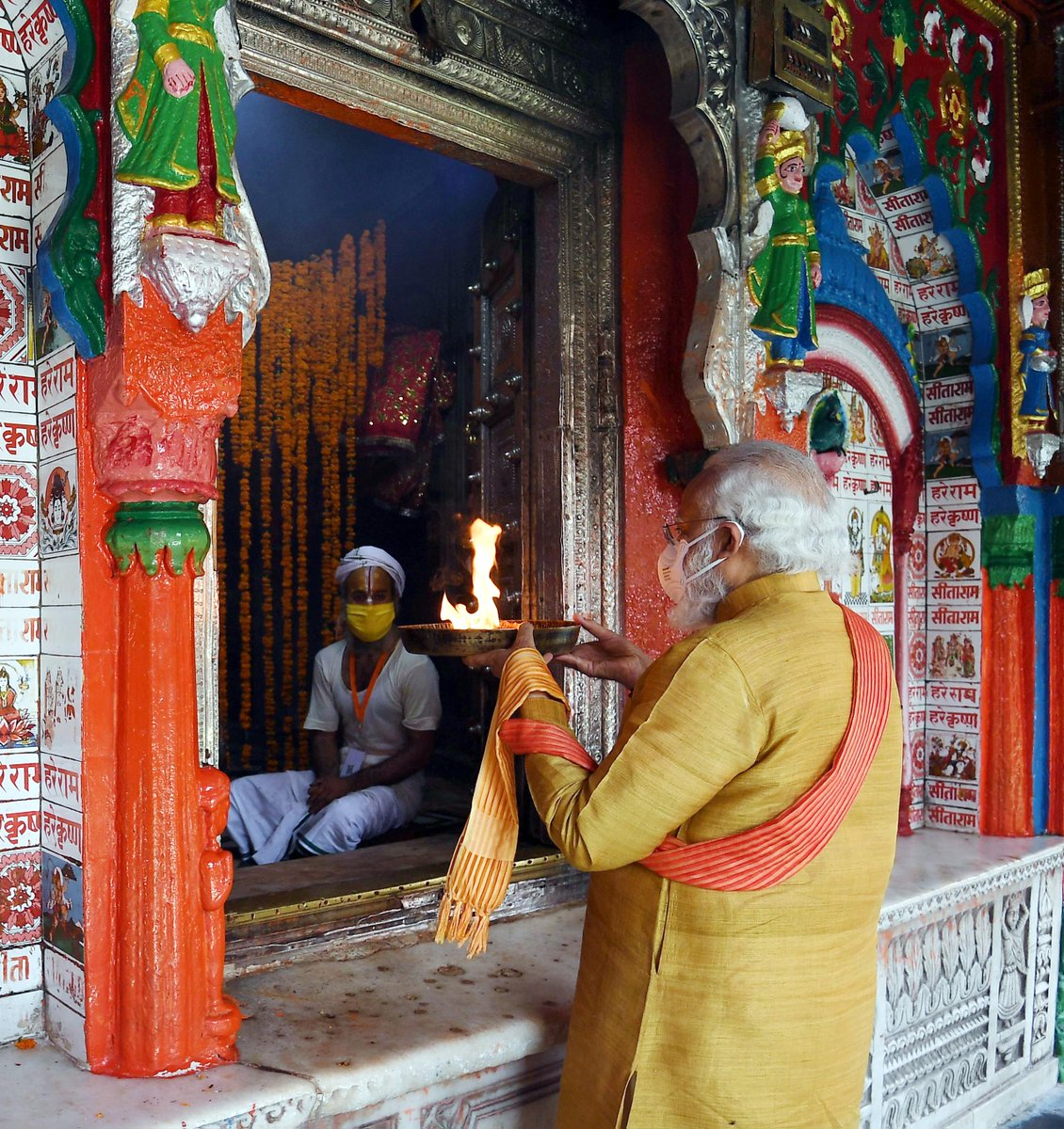 Prayed at  the sacred Hanumangarhi and sought Lord Hanuman's blessings.