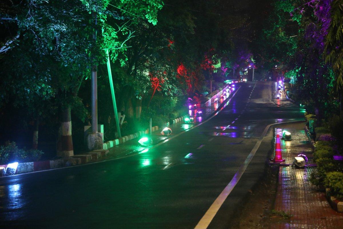 भूमिपूजन की शाम दीयों और एलईडी लाइट्स की रोशनी से जगमगाता मुख्यमंत्री @ChouhanShivraj का आधिकारिक निवास. #RamMandirAyodhya #RamMandir #Ayodhya #BhoomiPujan