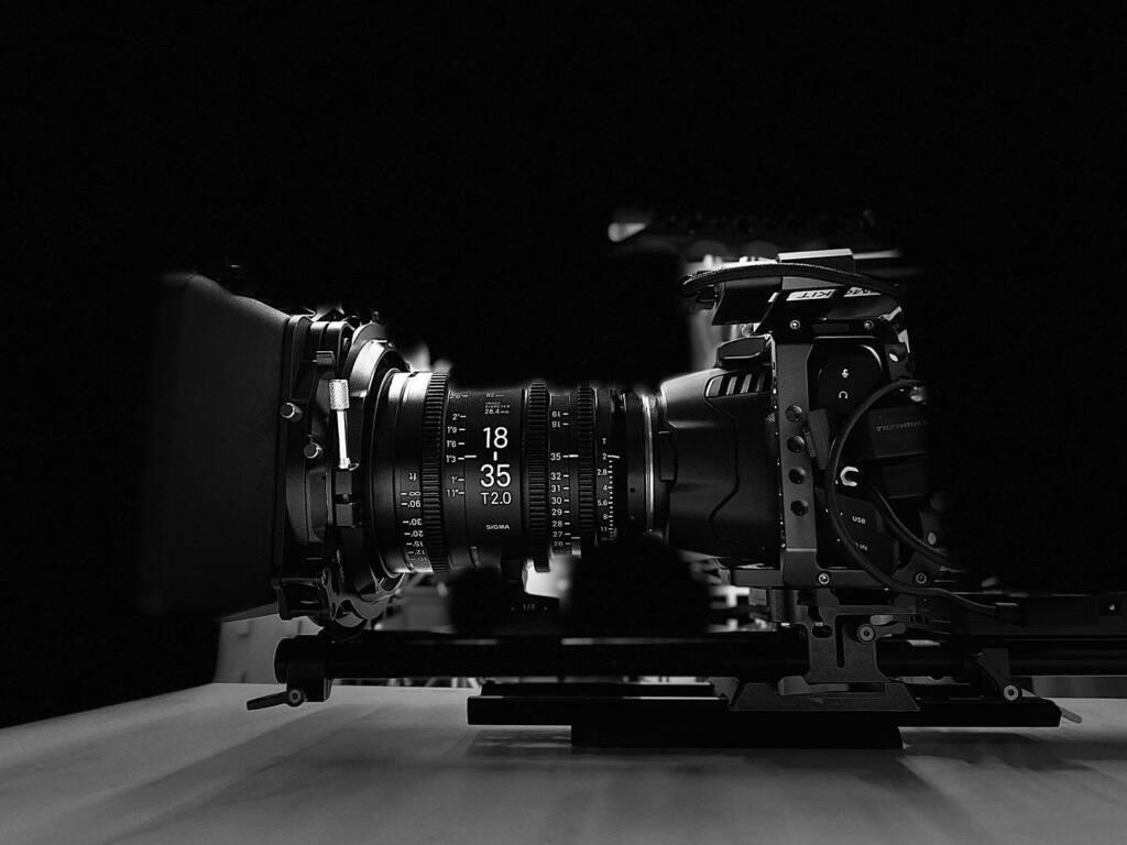 🎥 ¡cámara..! #rolling  . . . #lachuleta #lifeonset #productionmode #projets #friends #onset #stillrolling #camera #blackmagic the best equipment @greenlightcameras thanks bro! Tremendo juguete!!