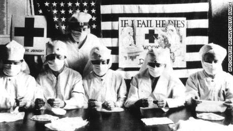 test Twitter Media - @kimzs09dv @Djammi Meiske, wat denk je dat chirurgen honderd jaar geleden droegen? En vele anderen ook - dat was verplicht tijdens de grote griep pandemie van 1918. En aan de mondkapjes is niemand doodgegaan. https://t.co/6ddt8T2B0C
