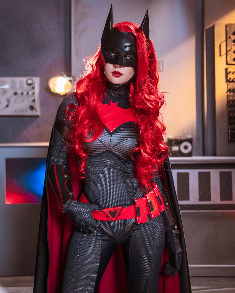 My #Batwoman wins for most textures I've ever used on a cosplay 🙏 Also miss working with the crew at @nerdist n hearing production stories 😭