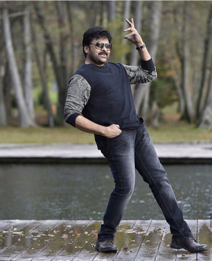 The song's catchy music combined with the MEGASTAR's DANCE makes it a dream song for anyone to dance.👌🔥  And we wonder how can anyone be so flexible as #Chiru 👏  But, yeah,no one beat @KChiruTweets's GRACE🕺🏻🔥  #ChiruBdayFestBegins #ThrowbackThursday #KhaidiNo150 #Ragalahari
