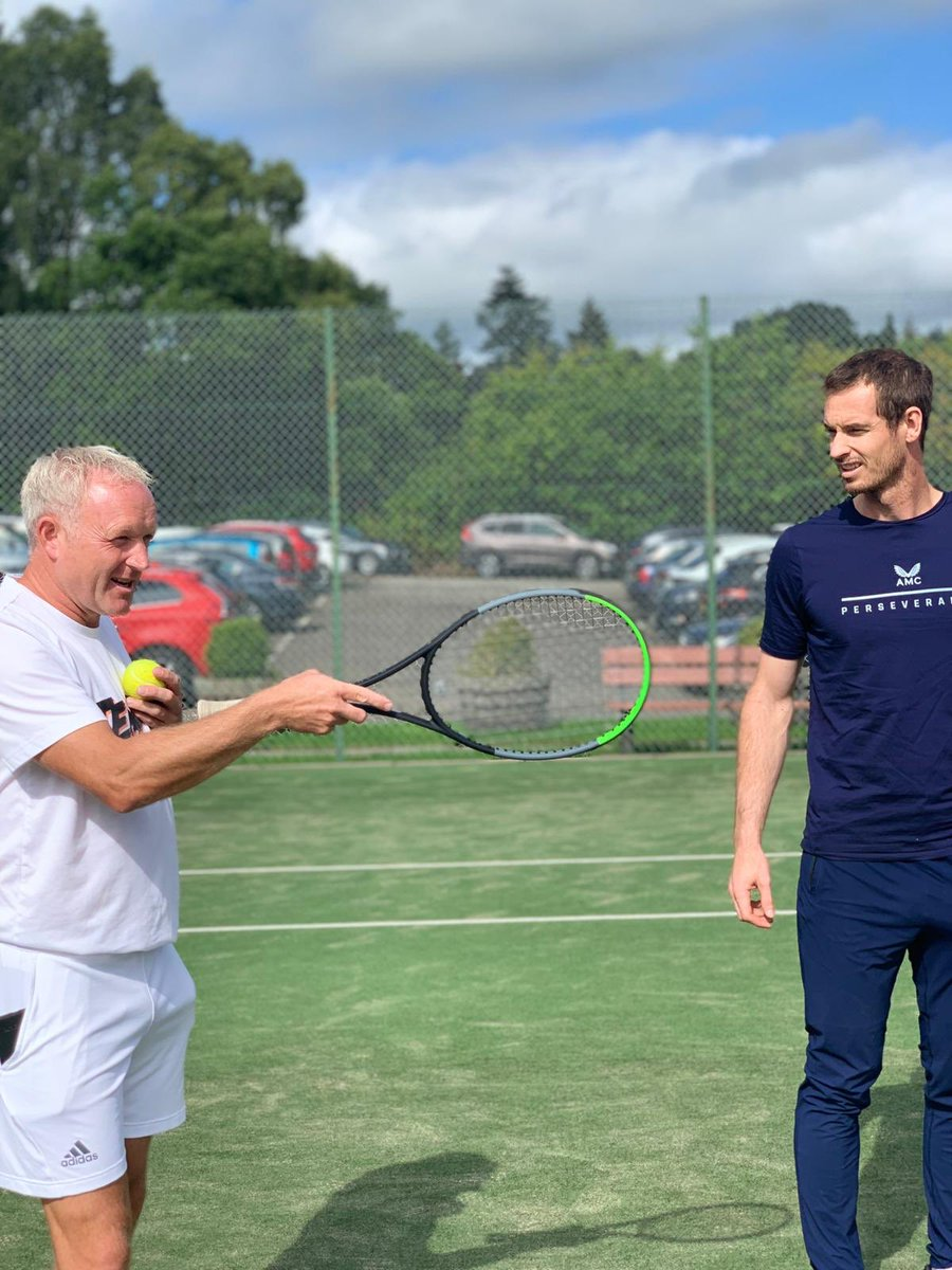 Look who just casually strolled into @dunblane_sc to join in with coach Mark Walker's Summer Camp. ❤️👌@andy_murray