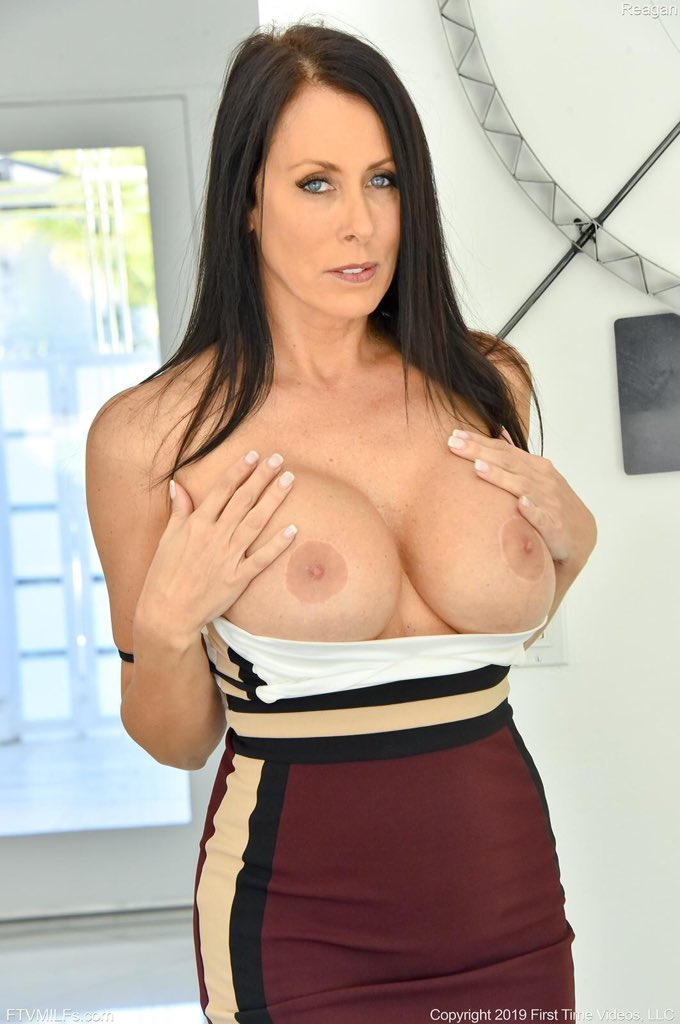 It's #TopTitsThursday which is about awesome boobs on gorgeous #PornStars like @TheReaganFoxx my #MILFoftheMonth enjoy!